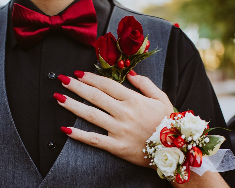 how to choose a tuxedo for prom